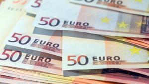 Mann schleppt Kisten mit 17 Millionen Euro Falschgeld