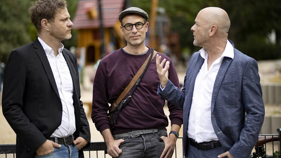 """""""Es ist nicht alles bunt unterm Regenbogen"""": Alexander Schug (Mitte) ist Regenbogenvater; hier mit Ko-Autoren Sören Kittel und Ulrich Michael Heissig"""