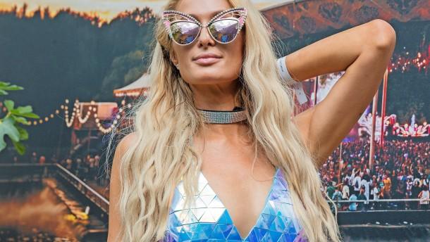 Paris Hilton als Workaholic