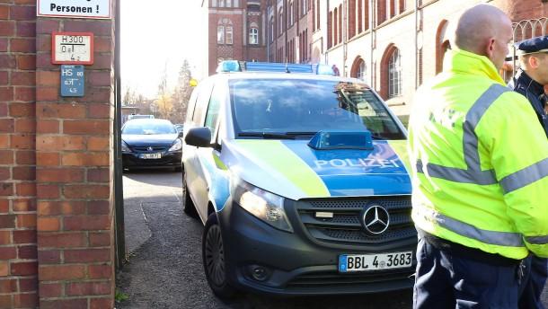 Straßensperrung aufgehoben nach Bombendrohung