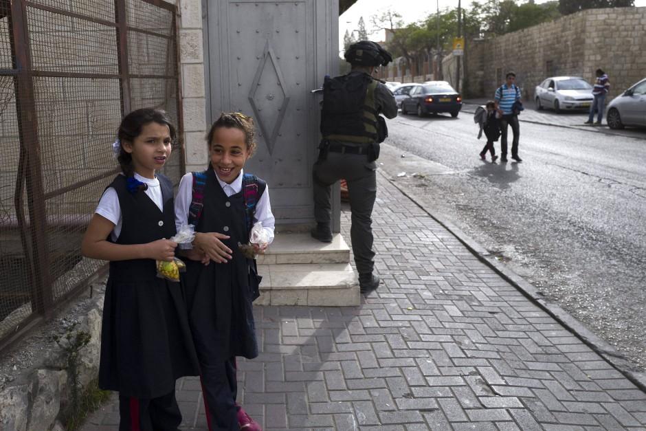 Zwei arabische Mädchen in Ostjerusalem: Im Vergleich zur jüdischen Mehrheit ist das Wachstum der arabischen Minderheit in Israel noch höher.