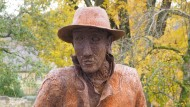 Große Hände: Die Elser-Statue von Friedrich Frankowitsch steht seit 2010 am Königsbronner Bahnhof