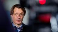 """Auf Geld und Karriere fixiert: Karl """"Fliege"""" Lauterbach scheint wie geschaffen für das Amt des Gesundheitsministers"""