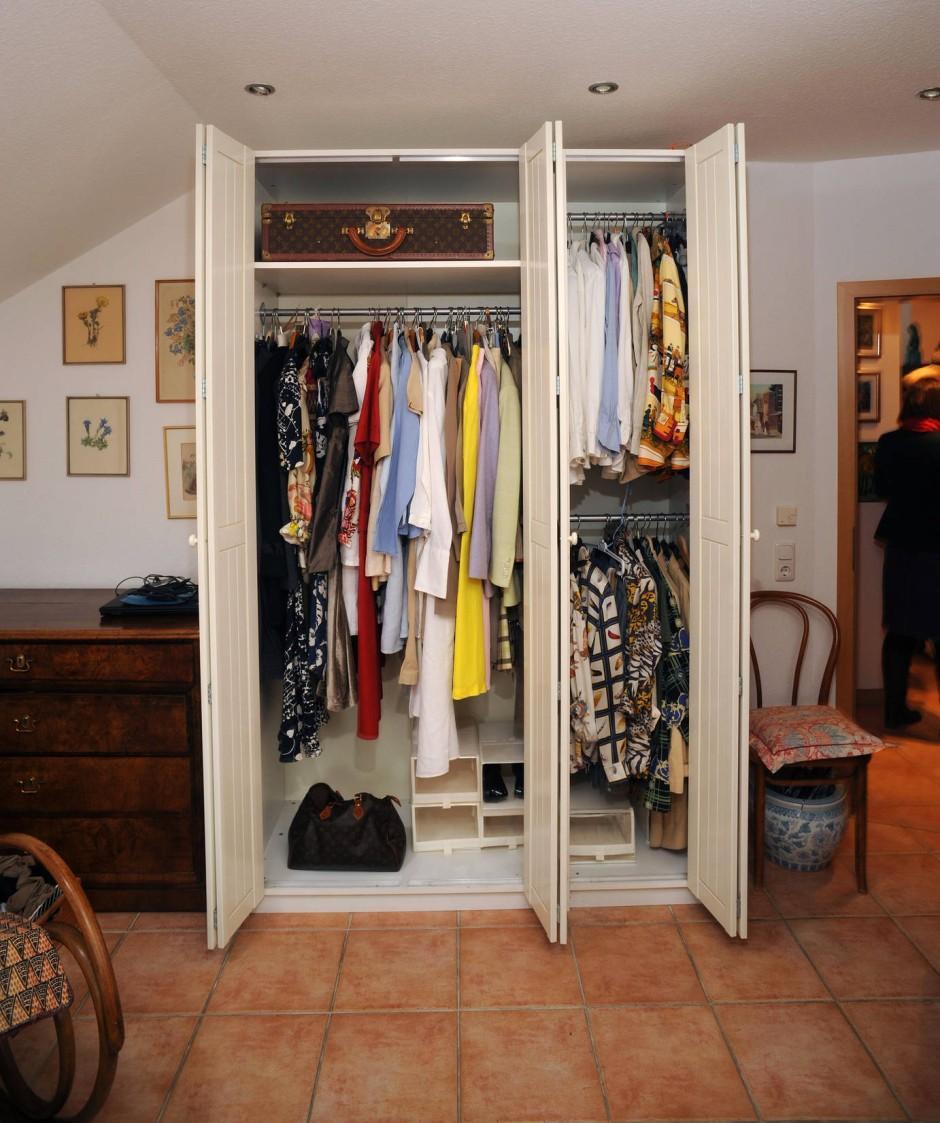 kleiderschrank entr mpeln wohin mit der alten herm s bluse mode design faz