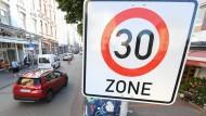Mit der Geschwindigkeitsbegrenzung wolle man die Aufenthaltsqualität in den Städten spürbar erhöhen, heißt es in einer Erklärung der Städte.