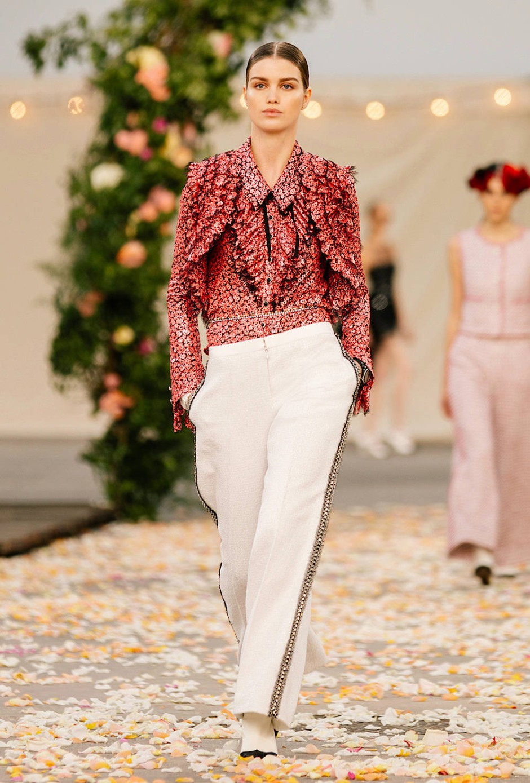 Real: Bei Chanel ist die Couture nur so dekorativ, dass sie noch alltagstauglich ist.