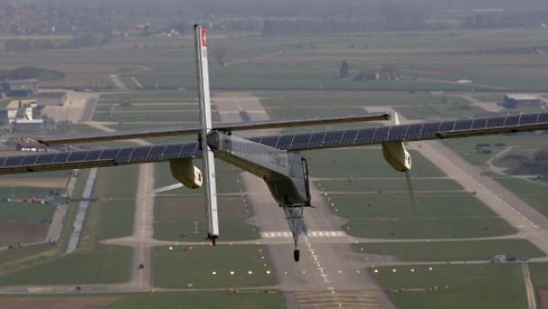 Erfolgreicher Testflug: Belastungstest für Solar-Flieger