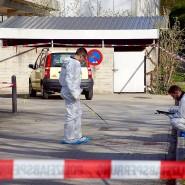 Mitarbeiter der Spurensicherung untersuchen am Donnerstag in Löwenstein den Fundort der Leiche einer Frau. Die Polizei geht nach ersten Angaben von einem Tötungsdelikt aus.