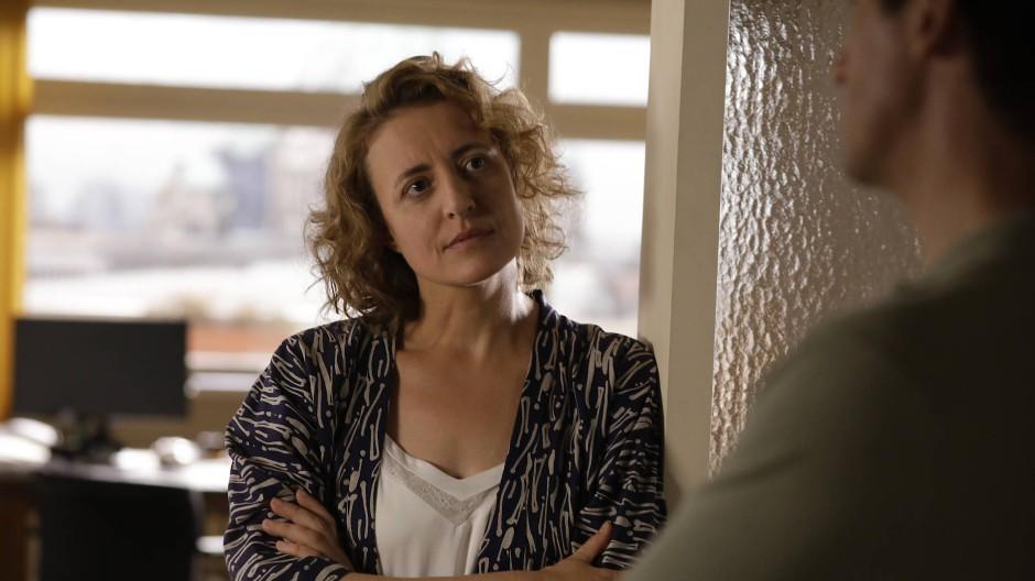 """Maren Eggert als Alma und Dan Stevens als Tom in einer Szene des Films """"Ich bin dein Mensch"""""""