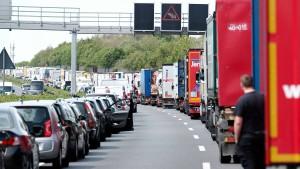 Rettungsgasse blockiert: Autofahrer müssen zahlen