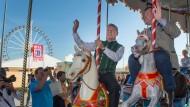 Pferdekarussell statt Hippodrom: Dieter Reiter mit dem zweiten Bürgermeister Josef Schmid (CSU)