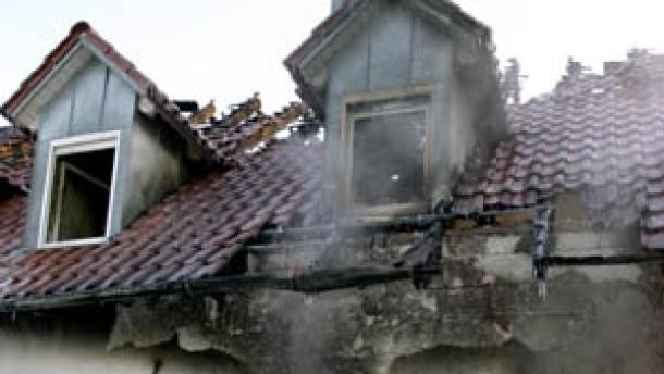 Mutter und Kinder sterben in den Flammen