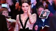 Überwältigt vom Ansturm der Fans: Jury-Präsidentin ist in diesem Jahr die französische Schauspielerin Juliette Binoche. Und nicht nur die Spitze der Jury auch der Wettbewerb macht in diesem Jahr Platz für Frauen: Sieben der 17 Festivalfilme wurden von Regisseurinnen gedreht.