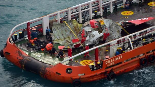 Heckteil der abgestürzten AirAsia-Maschine geborgen