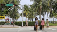 Touristinnen Anfang September in Miami Beach. Bisher hatten Reisende das Virus eingeschleppt. Jetzt wurden in Florida auch Zika-Mücken gefunden.