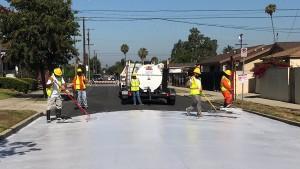 Warum L.A. plötzlich seine Straßen weiß anmalt