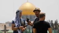 Deutsche Touristen vor dem Felsendom in Jerusalem