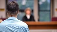 """Vor Gericht: Der Prozess gegen den """"Waldjungen"""" dauerte keine Stunde."""