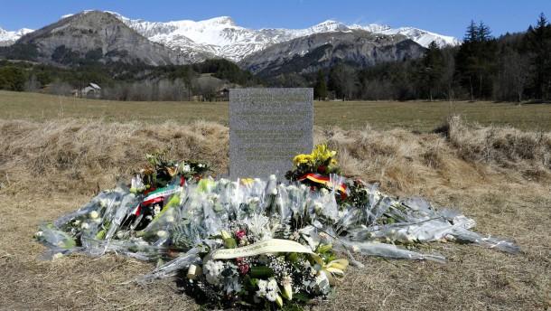 Überführung von Germanwings-Opfern verspätet sich wegen Panne