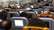 Luft holen: Die Kabinenluft für Personal und Passagiere wird in fast allen Verkehrsflugzeugen vor der Kerosinspritzung direkt aus dem Verdichter des Triebwerks gezapft.