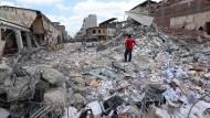 Zahl der Opfer steigt nach Erdbeben in Ecuador weiter