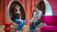Neben den Häschenkissen finden sich auch eierförmige Silberstühle in der Lounge. Unternehmen haben in den vergangenen Jahren 10.000 bis 15.000 solcher Studenten-Appartements geschaffen.