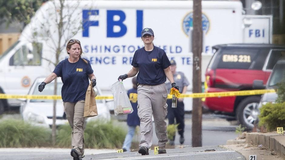 Zahl der Verbrechen ist gestiegen: FBI-Beamte sammeln Beweisstücke in Alexandria (Virginia) ein, nachdem dort eine Schießerei stattfand. (Archivbild)