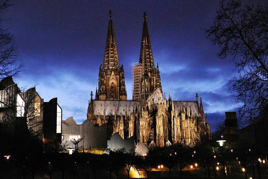 Der Dom ist das Wahrzeichen Kölns (Archivbild). Die Einbrecher werden noch gesucht.