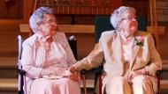 Lesbisches Paar heiratet nach 72 Jahren Beziehung