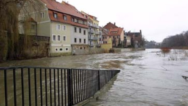 Hochwasserlage bleibt angespannt