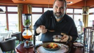 """André Münch in seinem Restaurant """"Der Butt"""""""