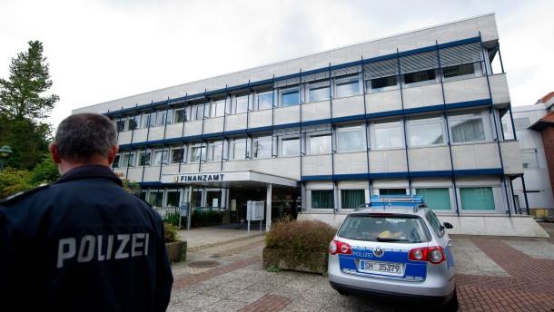 Rendsburg steuerberater t tet finanzbeamten for Depot rendsburg