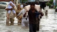In der Provinz Sindh sind hunderte Dörfer und fast 70.000 Hektar Ackerfläche überflutet