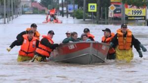 Hochwasser reißt Brücken weg