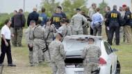 Einsatzkräfte auf dem Luftwaffenstützpunkt Lackland in San Antonio