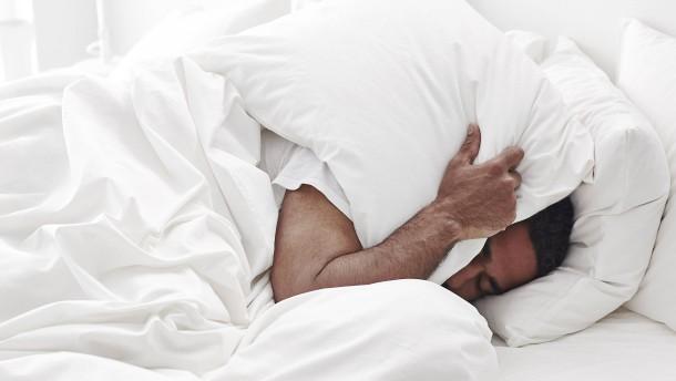 Wie das richtige Essen beim Einschlafen hilft