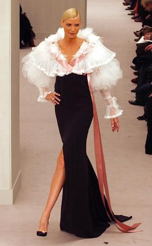 Bilderstrecke zu: Pariser Haute Couture: Kleider wie Blütenstengel ...