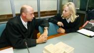 Die Verteidiger der Angeklagten im Landgericht Wuppertal