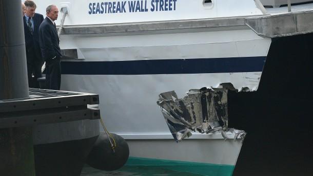 Die Pendlerfähre war gegen ein Dock geprallt.