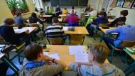 In Klassenzimmern hat nach Ansicht des bayerischen Lehrerverbands eine Sprachverrohung eingesetzt.