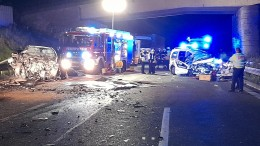 Falschfahrer verursacht schweren Unfall mit drei Toten