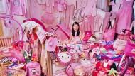 """Pink total: Ein Mädchen aus Südkorea, fotografiert von JeongMee Yoon für ihr """"Pink Project""""."""