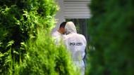 Mann tötet Frau und zwei Kinder mit Beil