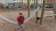 Jugendämter nehmen immer mehr Kinder in Obhut