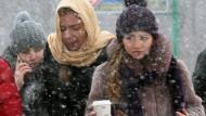 Kalter Kaffee: Fußgänger in Moskau