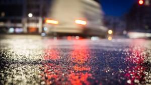 Eine Tote und mehrere Verletzte auf eisglatten Straßen