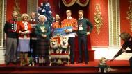 Weihnachten ist nicht mehr weit, überall herrscht Heiterkeit: Wachsfiguren der Royals in Madame Tussauds Wachsfigurenkabinett