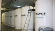 Der Körper des Mädchens wurde im amerikanischen Cryonics Institute eingefroren. Die Behälter enthalten flüssigen Stickstoff, mit dem Körper aufbewahrt werden können.