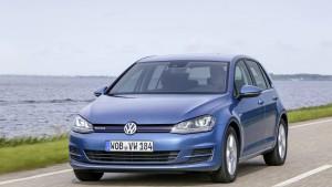 Trotz Abgas-Skandal bleibt VW oben auf den Verkaufslisten