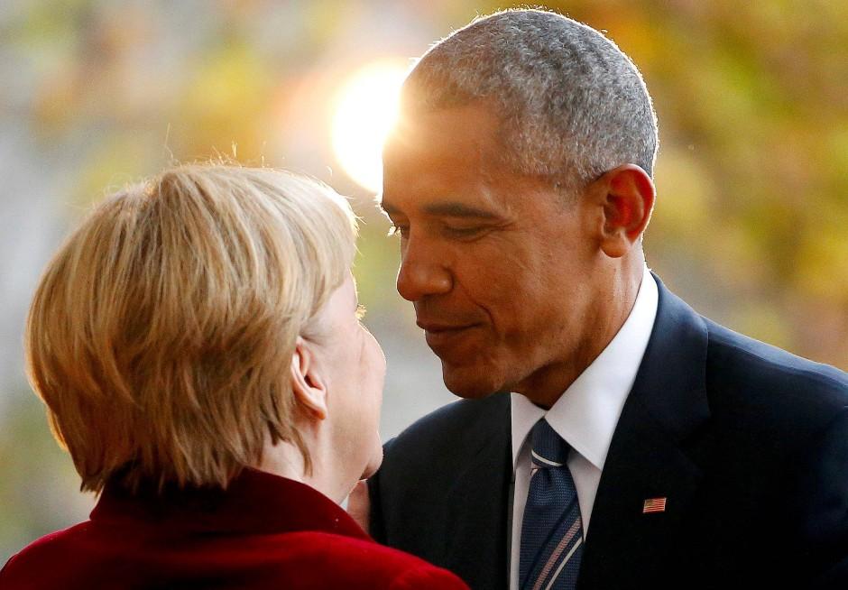 Zum Schluss mochten sie sich dann doch: Merkel und Obama bei der Begrüßung zu Beginn seines Besuchs. 2008 hatte sie ihm noch den Auftritt vorm Brandenburger Tor verwehrt.